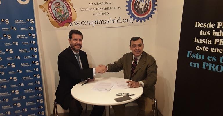 El COAPI de Madrid y Banco Sabadell firman un convenio de colaboración para dar soporte a los profesionales